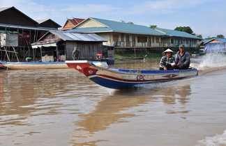Pêcheurs sur le Tonle Sap au Cambodge