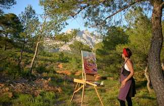 Femme peignant la montagne sur un Tableau