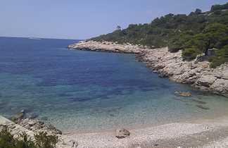 Petite crique sur l'île de Vis, Croatie