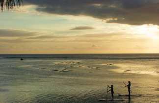 Coucher du soleil sur une plage de Saint-Gilles,  la Réunion