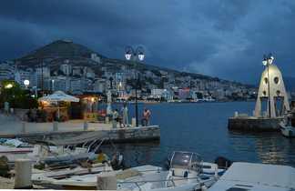 Port de Sarande sur la cote Ionienne en Albanie