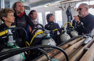 Préparation du matériel, derniers conseils du moniteur avant la plongée