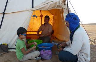 Préparation du repas, enfant, Maroc