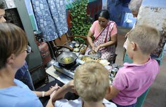 Préparation d'un repas typique dans une famille indienne