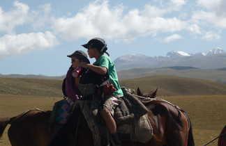 Randonnée à cheval dans les steppes kirghizes