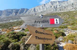 Panneau d'indication en randonnée Amorgos