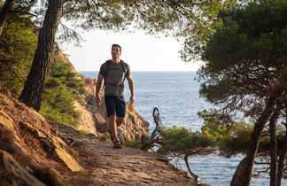 Randonnée sur la côte, au bord de la mer,  Provence