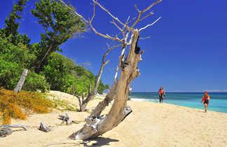 Randonnée sur la plage dans le Nord de Madagascar