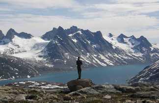 Randonneur sur la côte est du Groenland
