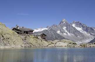 refuge d'altitude lors de trek dans les Alpes