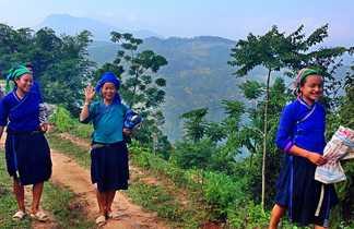 Rencontre avec des femmes sur un chemin au nord Vietnam