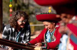 Rencontre avec des péruviennes en train de tissser