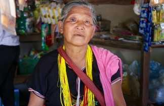 Rencontre avec une dame de l'ethnie Karen en Thailande