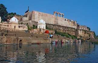 Rivière Narmada à Omkareshwar