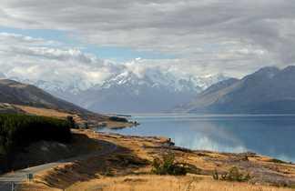 Road trip le long du lac Pukaki sur l'Ile du Sud de la Nouvelle Zélande