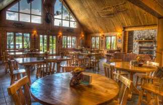 Salle à manger de l'auberge du Camp Taureau