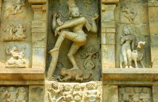 sculpture sur un temple Jaïn à Khajurao