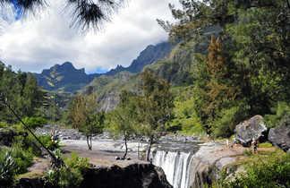 Passage à gué sur le sentier entre Marla et la Nouvelle, Mafate, la Réunion