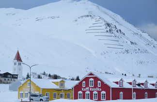 Petit village de pêcheurs sur la péninsule des trolls en Islande
