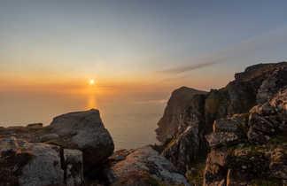 Soleil de minuit en Norvège, au sommet du mont Ryten