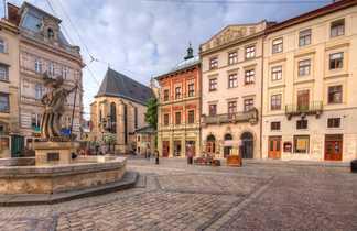 Sur une place de la ville de Lviv
