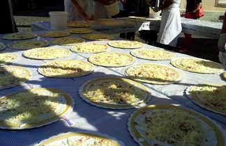 plusieurs tartes flambées alsaciennes