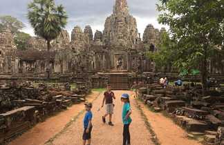 Temple d'Angkor avec les enfants
