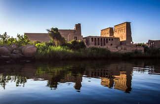 Temple Philae depuis le Nil