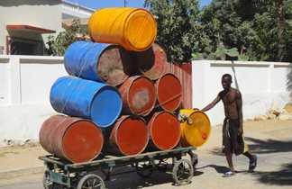 Tonneaux dans les rues de Madagascar