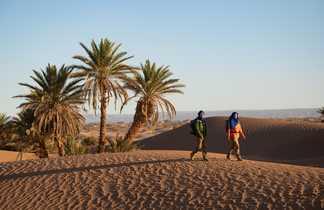 Trekkeurs dans le désert