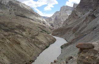 Rivière et vallée du Zanskar Ladakh