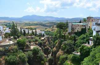 Village de Ronda proche des montagnes du Parc Naturel de la Sierra de Grazalema