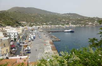 Village et port de Lipari en Sicile