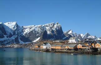 Village traditionnel dans les Lofoten