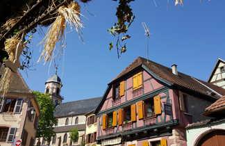 une ville alsacienne avec des maison à pans de bois