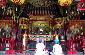 Visite temple enfants Vietnam