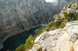 Vue en hauteur de la Calanques d'En-Vau à Marseille