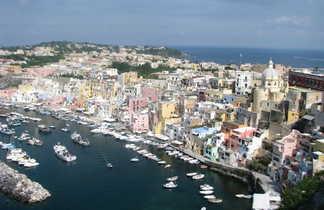 Vue panoramique sur l'île de Procida en Italie