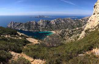 Vue panoramique sur les calanques de Marseille