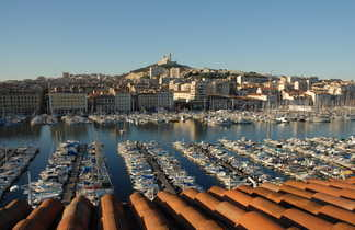 Vue sur le Vieux Port de Marseille et Notre Dame de la Garde, Marseille, Provence