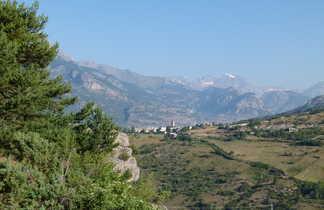 Vue sur le village de Guillestre, Alpes du sud