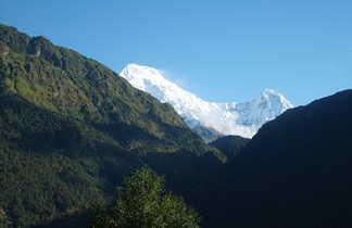 Vue sur les montagnes du massif des Annapurnas