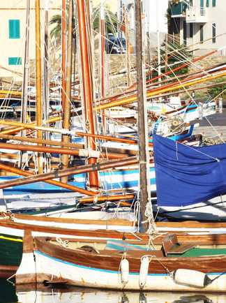 Bateau au port de Cagliari Sardaigne