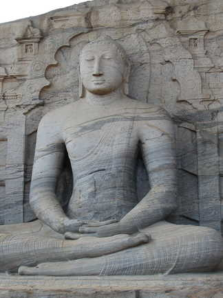 Bouddha assis à Plonnarwa au Sri Lanka