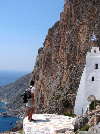 Cyclades, Amorgos, devant le monastère de Chozoviotissa