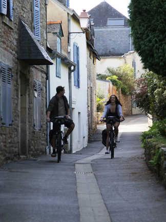 Cyclistes tour Golfe Morbihan Bretagne