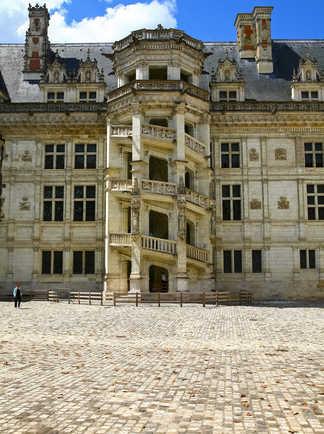 Escalier monumental au château de Blois, Val de Loire