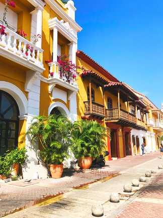 Façades colorées dans les ruelles de Carthagène