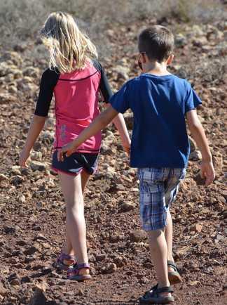 jeunes marcheurs lors d'une balade en Corse