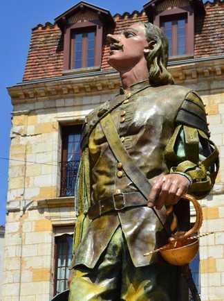 Statue Cyrano Bergerac Périgord Sud-Ouest France